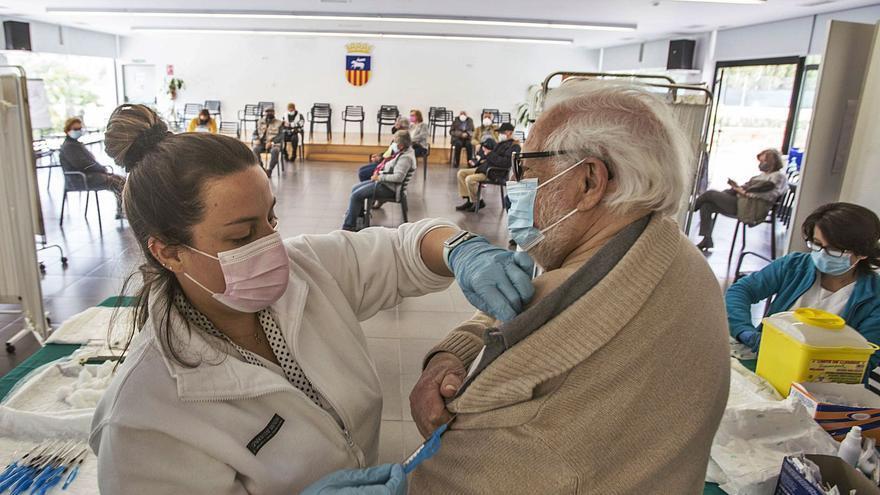 La mitad de los mayores de 80 años aún no tiene puesta la segunda dosis