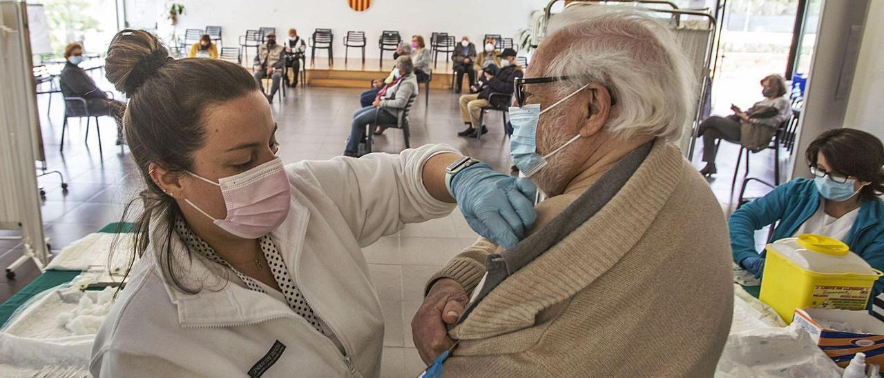 Vacunación frente al coronavirus a mayores de 80 años.