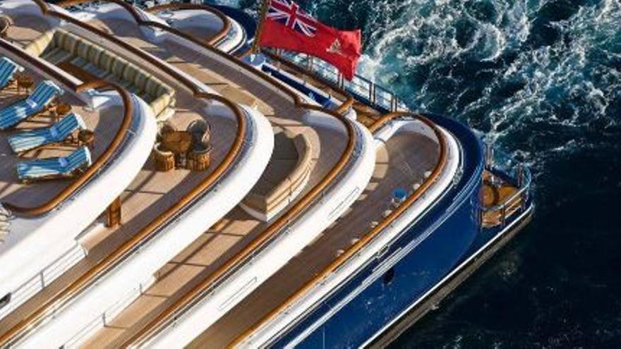 Magic Johnson está de vacaciones en el Mediterráneo a bordo de este superyate de 1,1 millones de euros a la semana