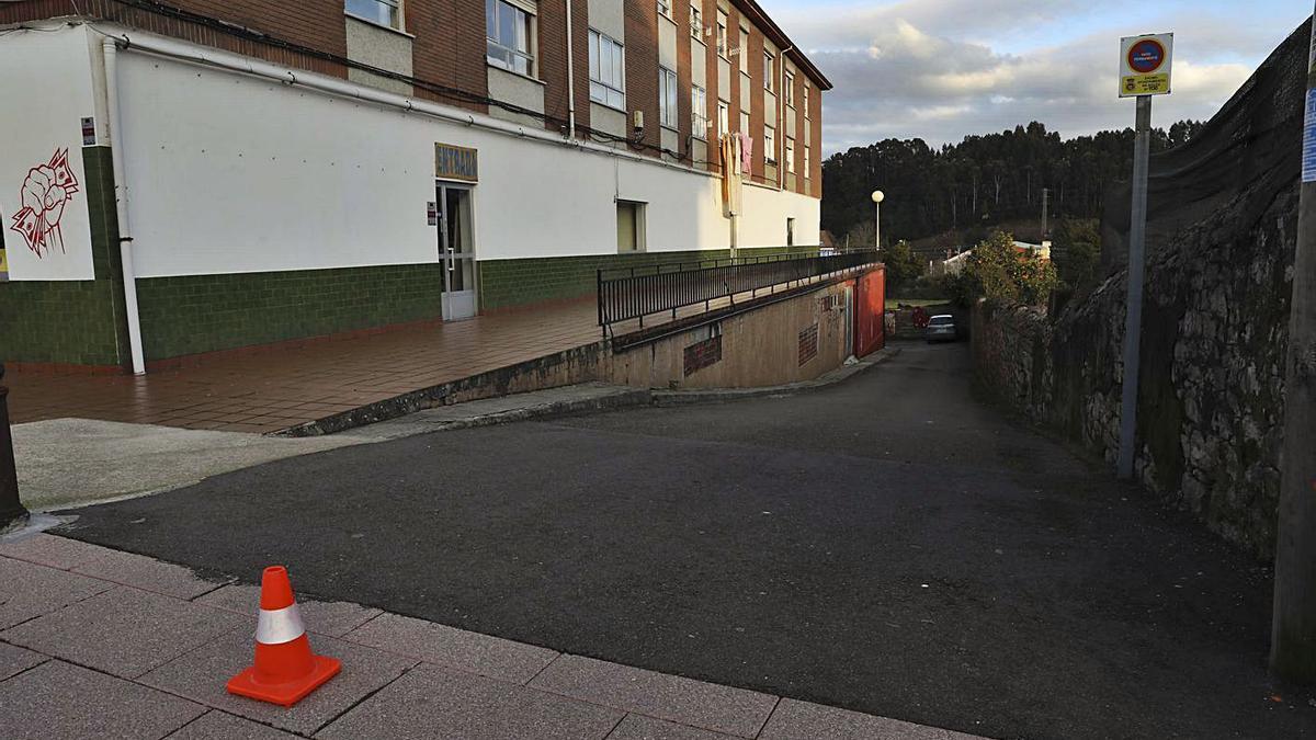 Quejas vecinales por un vado en la calle Santa Apolonia | RICARDO SOLÍS
