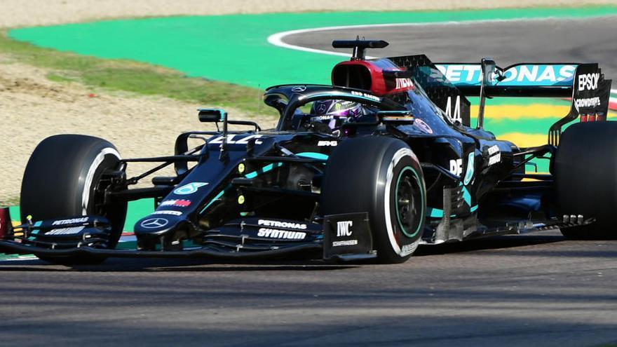 Lewis Hamilton marca el ritmo antes del fuego real en Imola