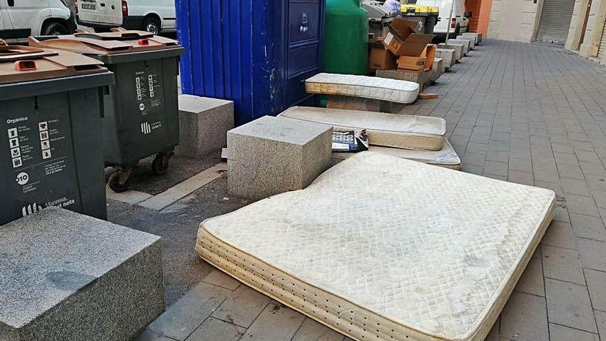 Mobles i electrodomèstics omplen voreres a Manresa