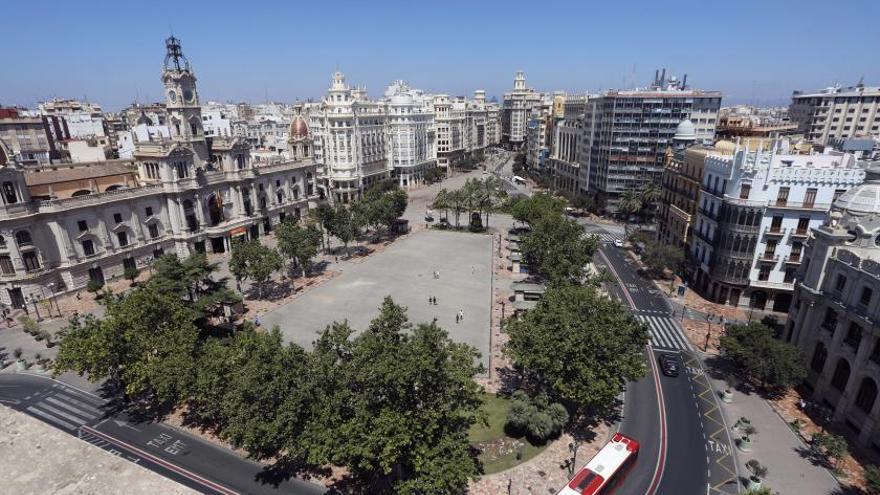 València baraja hacer una plaza del Ayuntamiento peatonal con fuentes y más sombra