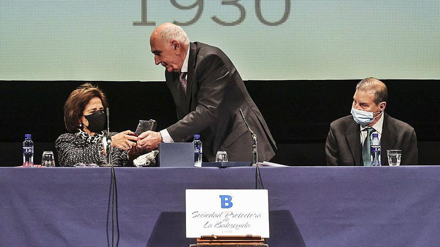 """Alberto Polledo, un """"filántropo"""" enamorado de Oviedo, socio de honor de La Balesquida"""
