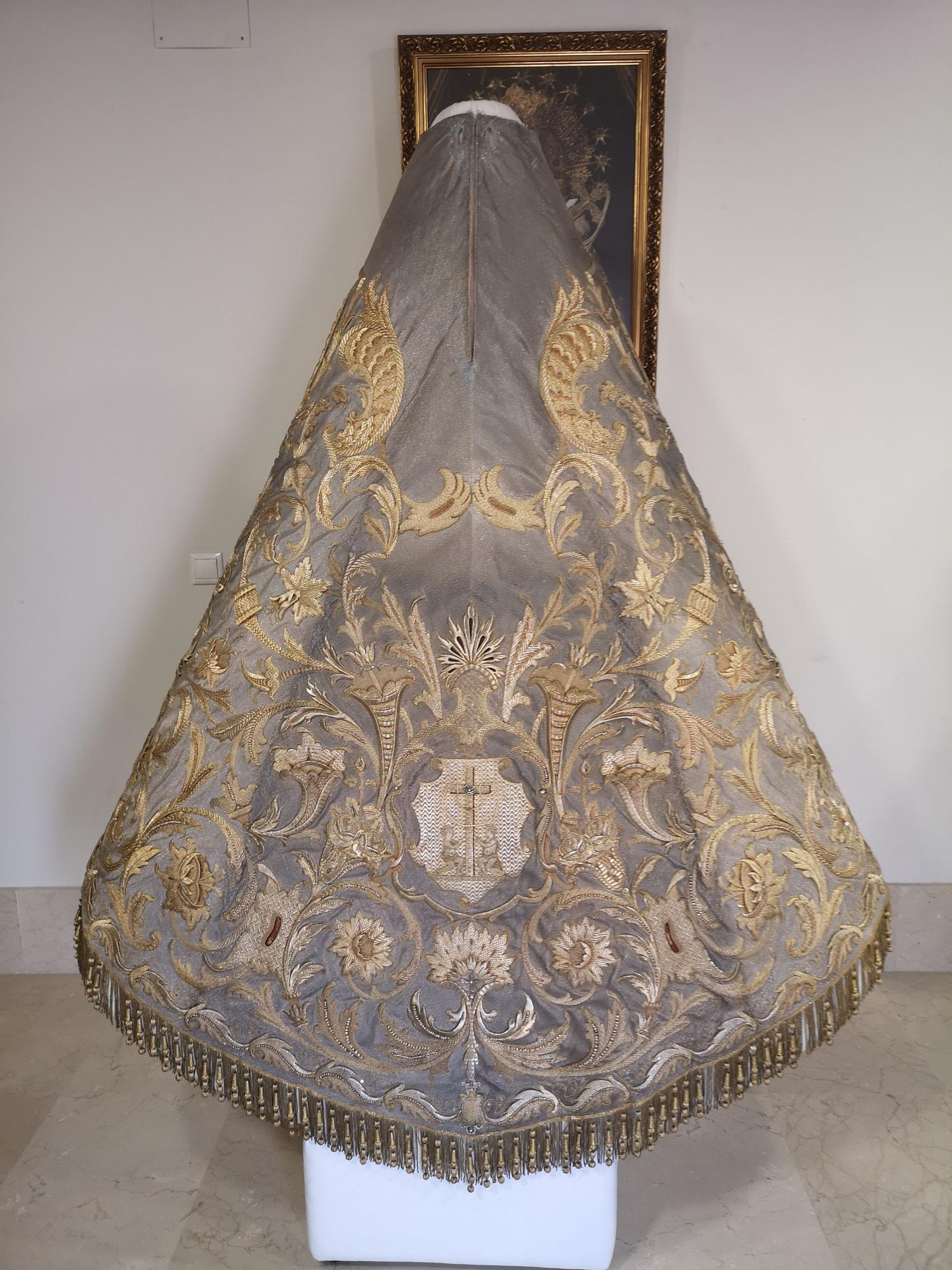El manto que lucirá la Virgen de los Desamparados este domingo, al detalle