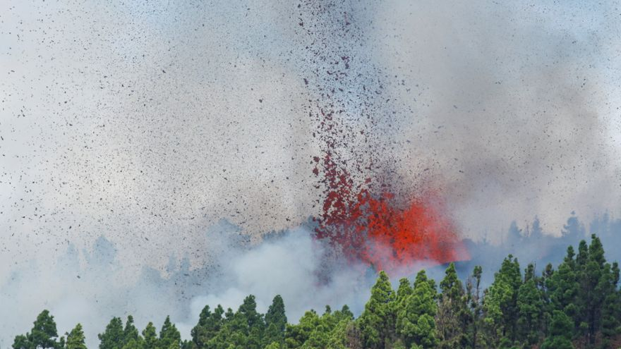 VÍDEO | Entra en erupció el volcà de l'illa de La Palma