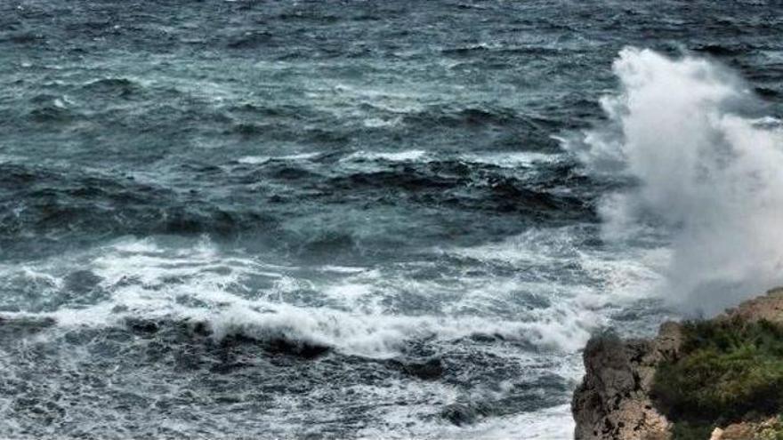 Deutscher auf Mallorca wird von Welle erfasst und schwer verletzt