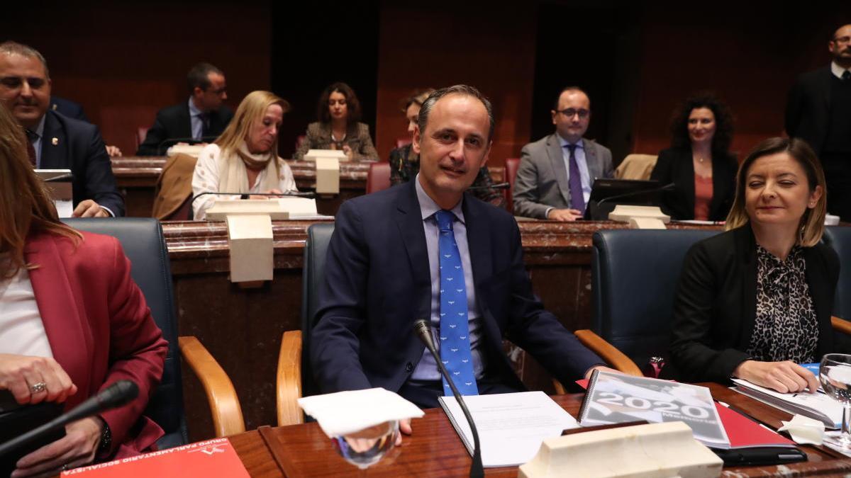 El consejero de Presidencia y Hacienda, Javier Celdrán, durante la presentación de los presupuestos en la Asamblea.