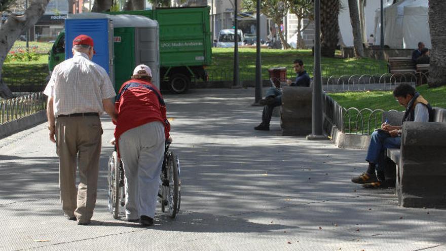 Canarias, a la cabeza de España en lista de espera de dependencia