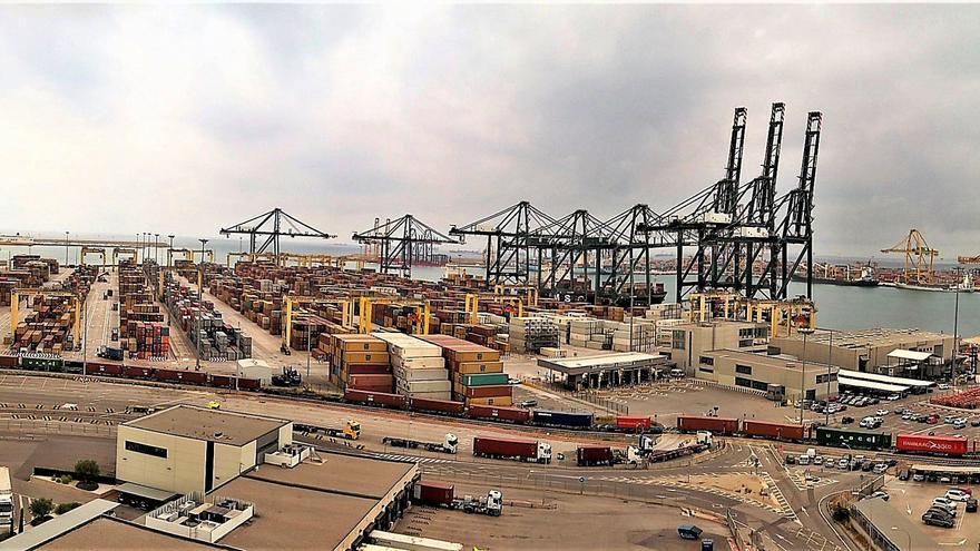 Los puertos crecerán un 7 % este año y recuperarán el nivel previo a la crisis en 2022