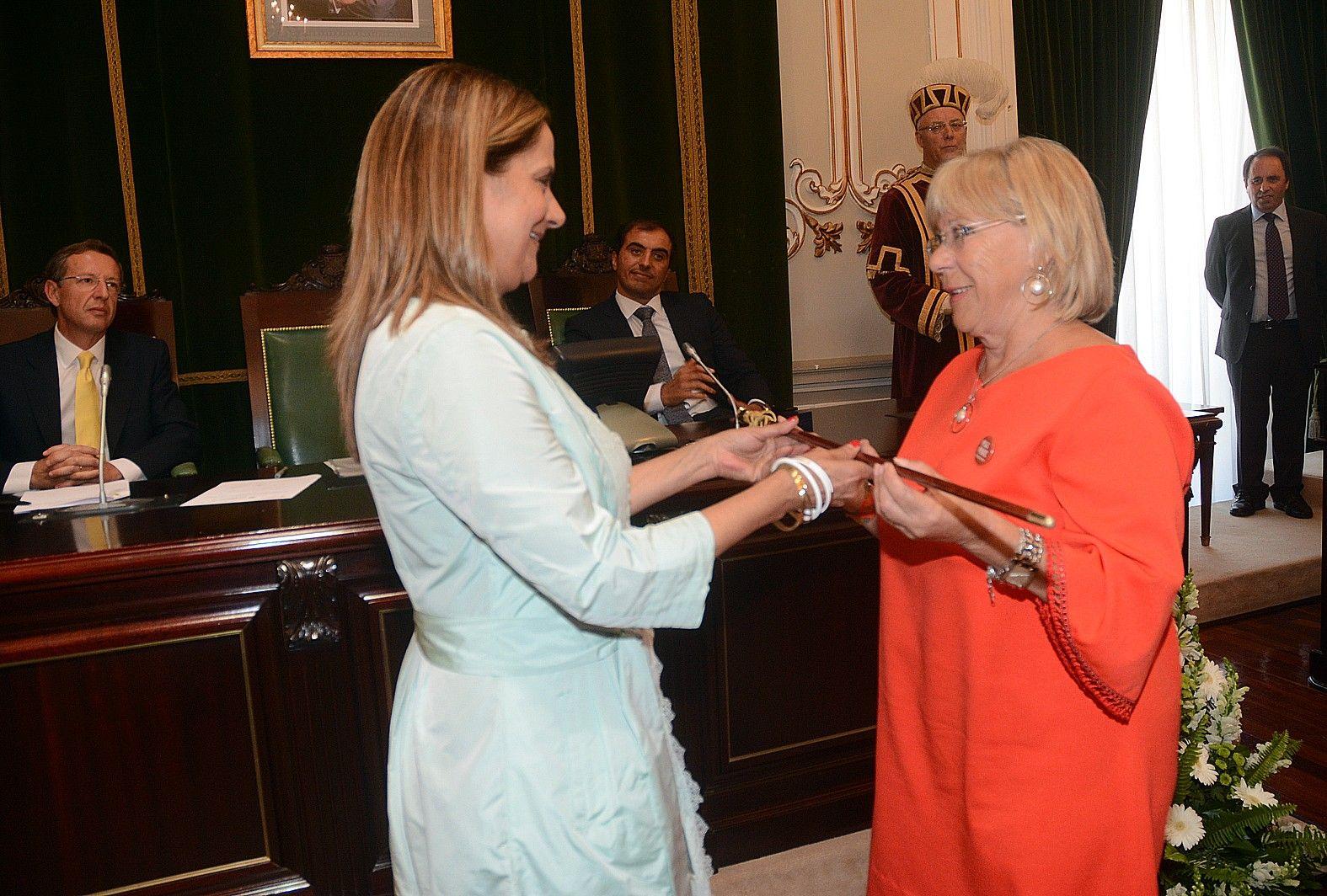 Abelairas con la actual presidenta de la Diputación de Pontevedra, Carmela Silva. Rafa Vázquez.jpg