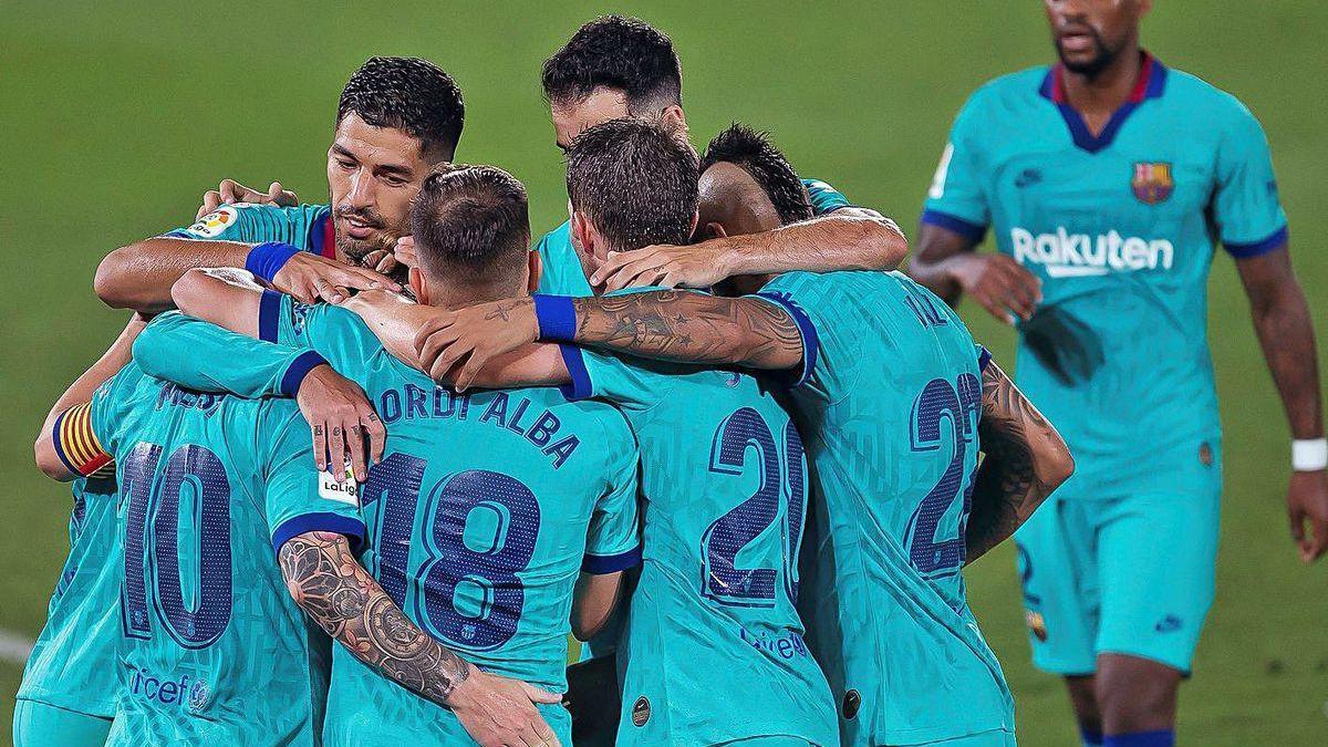 Los jugadores del Barcelona celebran uno de los goles de ayer ante el Villarreal.