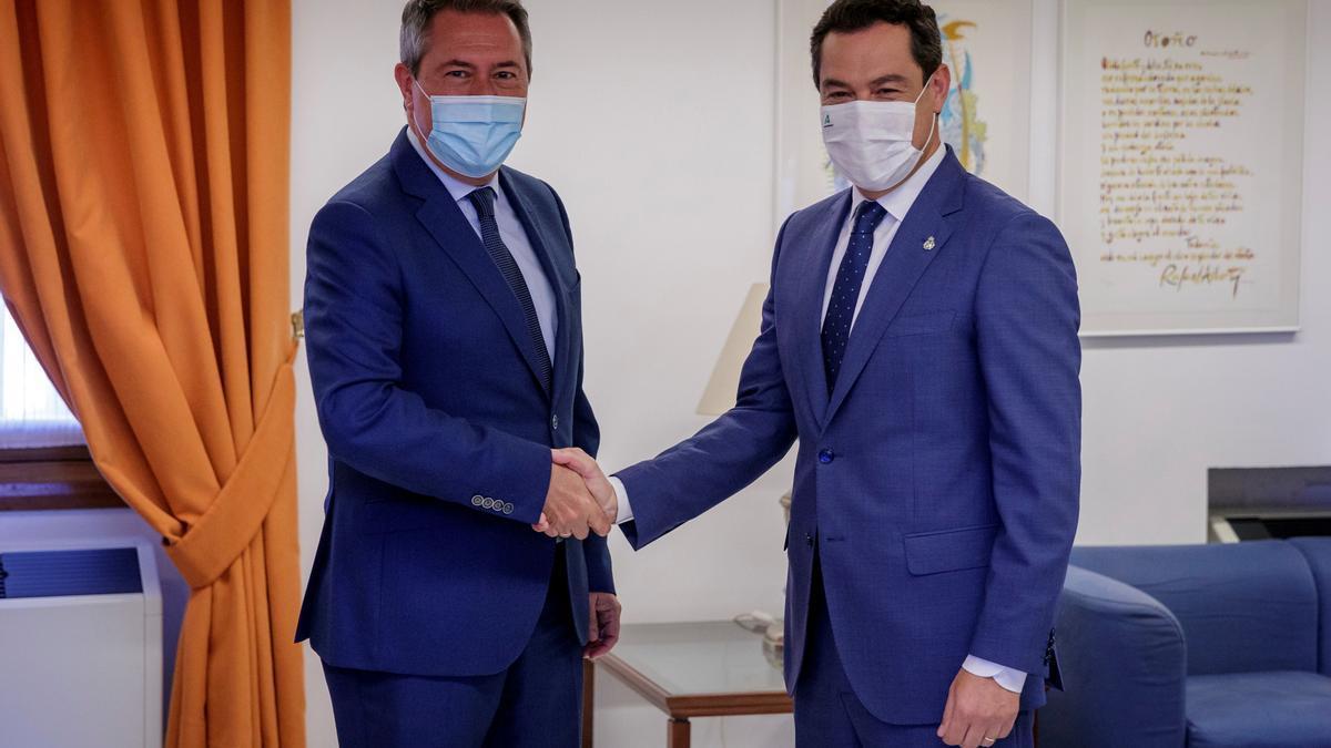 Juan Espadas y Juanma Moreno, durante el encuentro de ayer.