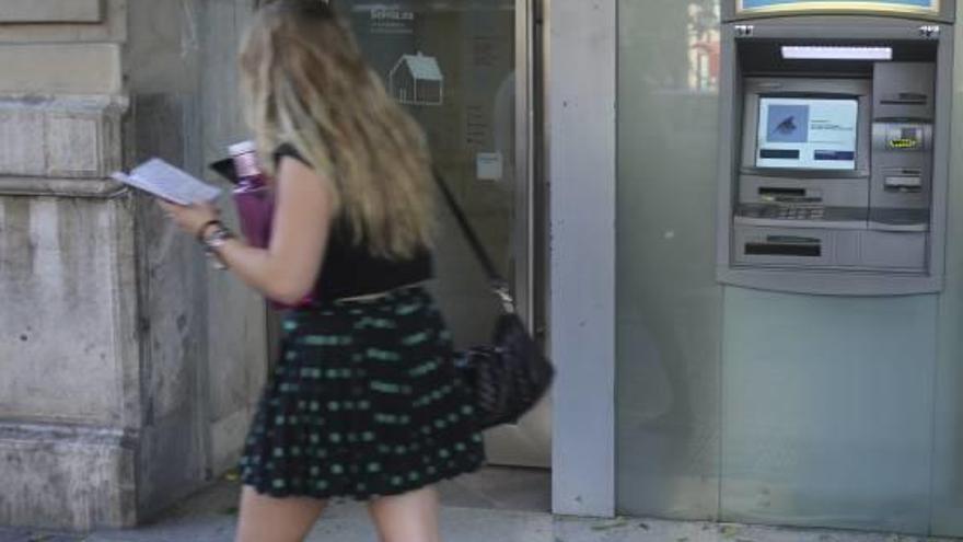 Los millennials pasan del cajero