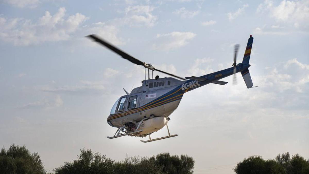 Helicóptero utilizado para fumigar en Castelló por la Diputació.