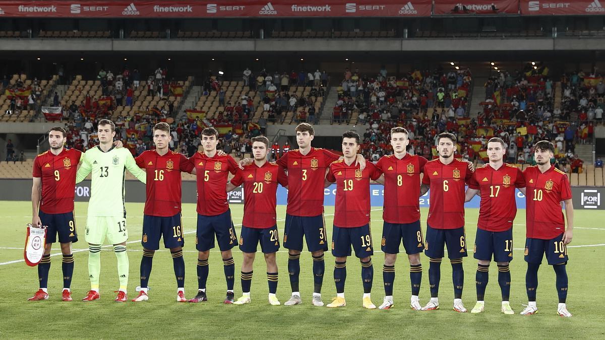 El once de la selección sub-21, con Gaspar en el centro.