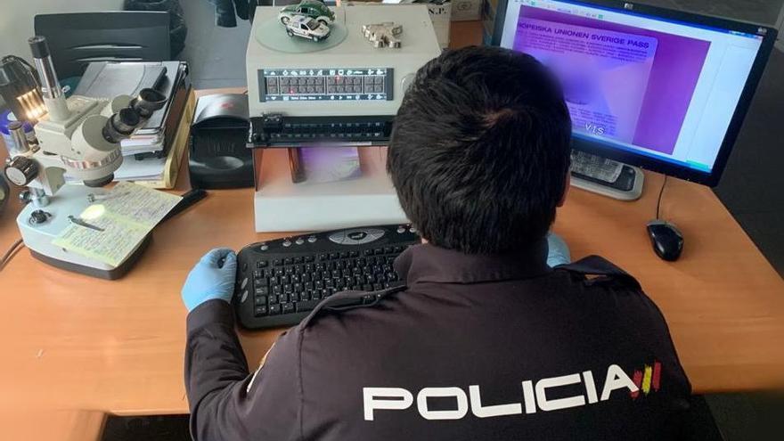 La Policía Nacional detiene en Alicante a un hombre de nacionalidad uzbeka con un pasaporte falso de Lituania