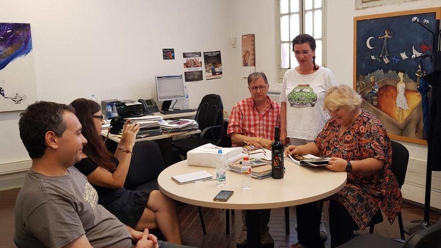 La filla del Che Guevara visita el Bages i es reuneix amb el Consell Municipal de Solidaritat a Manresa