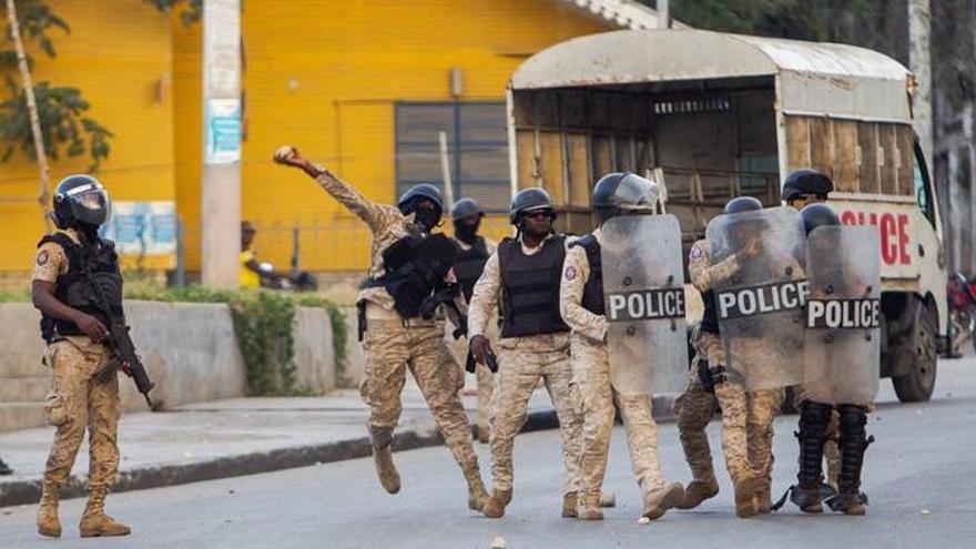 "La oposición en Haití nombra a un ""presidente interino"" y desafía a Moise"