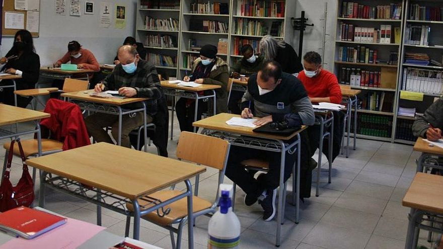 Les classes virtuals dels cursos de català bàsics fan desaparèixer les llistes d'espera