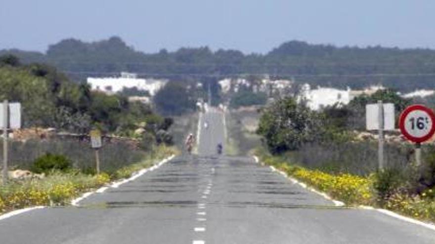 Un home ebri atropella mortalment una parella a Formentera