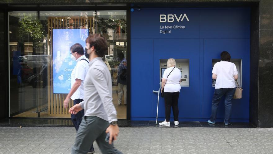 Las familias de Castellón meten 1.200 millones de euros en el banco por la pandemia