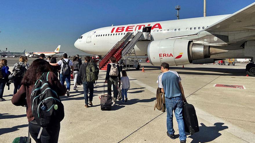 El gigante IAG acapara el 40% del tráfico nacional tras la compra de Air Europa