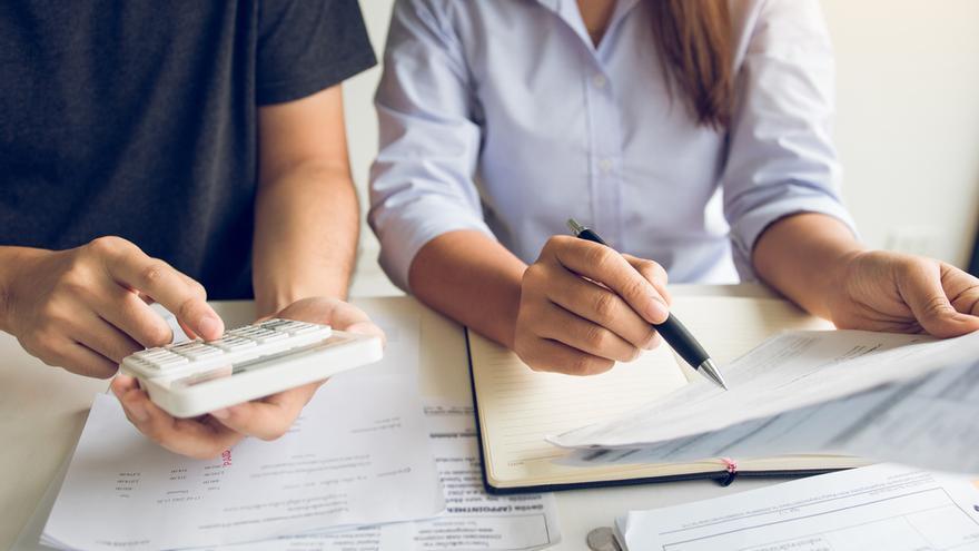 ¿Es mejor optar por una declaración de la renta individual o conjunta?