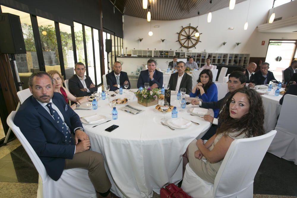 De izquierda a derecha, Julio José Rodríguez-Acha (Bankia); Yolanda Mayordomo (Banco Sabadell); Sergio Alcaraz (BBVA); Juan Alapont (Banco Sabadell); Martín Sanz (director de relaciones con los medios de Hidraqua); Francisco Bartual (director general de Hidraqua); Maravillas López (BBVA); Eduardo Sanchís (director general de Euroval) y Vanesa Raíces (directora de Negocio de Euroval).