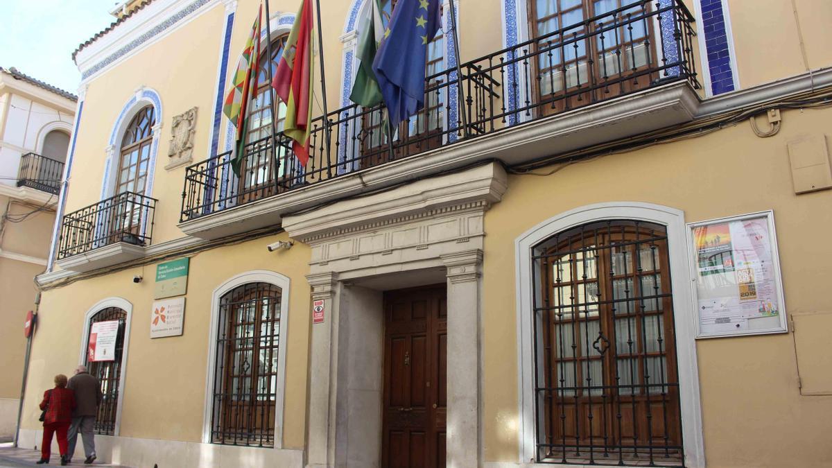 Fachada principal del Centro Municipal de Servicios Sociales de Cabra.