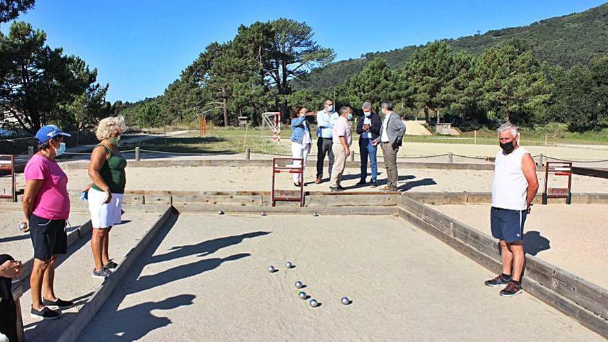 La Diputación crea una gran zona lúdica de deportes de playa en Camposancos