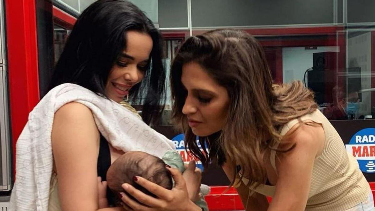 Beatriz Luengo con su hija y Sara Carbonero