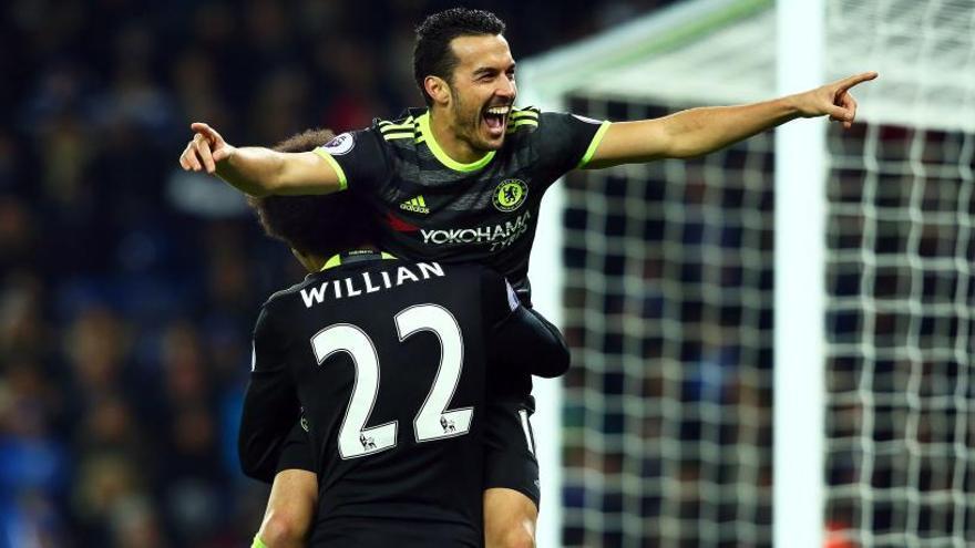 Marcos Alonso y Pedro golean con el Chelsea al Leicester