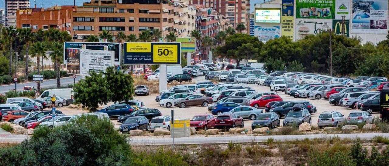 Parking disuasorio de la avenida de Beniardá.  |