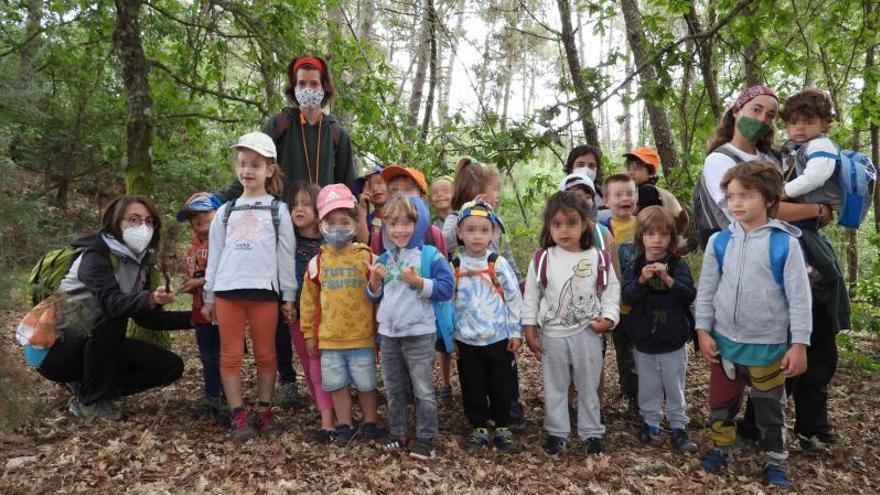"""Aprender en el bosque: """"Veñen cun medo terrible a manchar as mans ou os pés"""""""