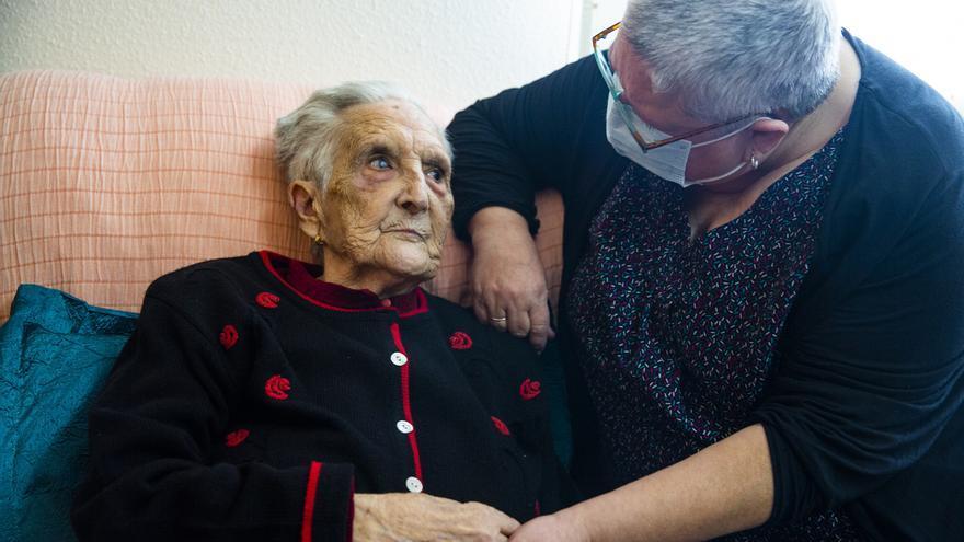 Una mujer de 95 años con asma y problemas pulmonares supera el coronavirus en su casa de Villafranqueza
