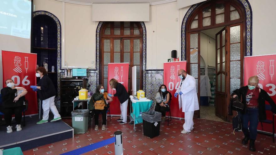 Sanitat prevé mantener el ritmo de vacunación pese a los retrasos de Janssen y AstraZeneca