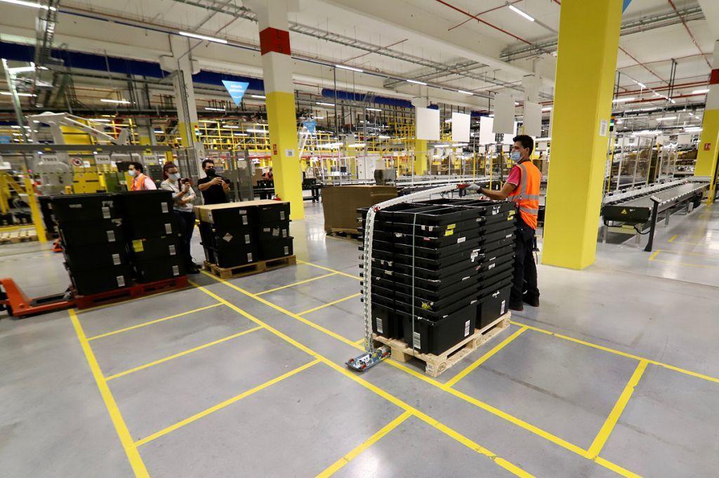 Inauguración del centro logístico de Amazon en Murcia