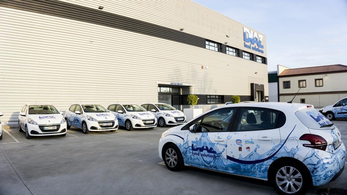 Flota de vehículos del departamento comercial de Díaz Food Solutions