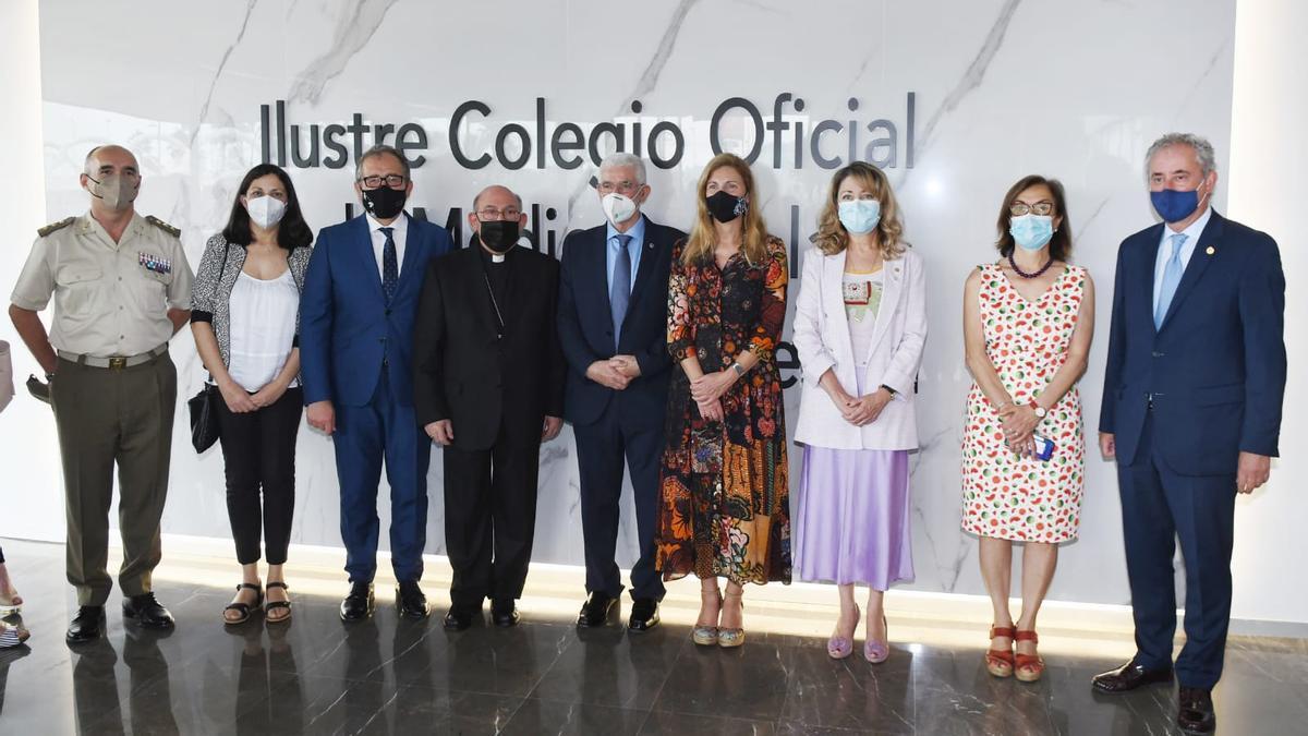 Numerosos representantes de la vida política y social de Castelló acudieron a la inauguración.
