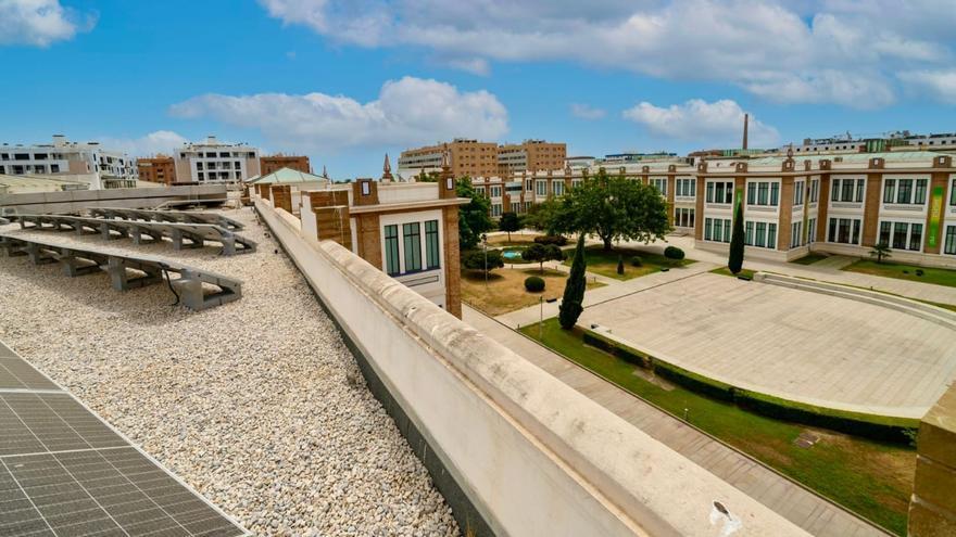 Málaga instalará placas solares en 24 edificios municipales más