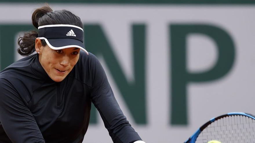 Muguruza se sobrepone a tiempo para evitar su adiós a Roland Garros