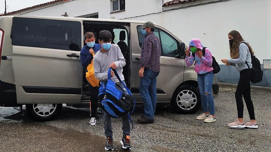 La AMPA del IES Juan Calero pide transporte directo para los seis alumnos de Santa María de Nava