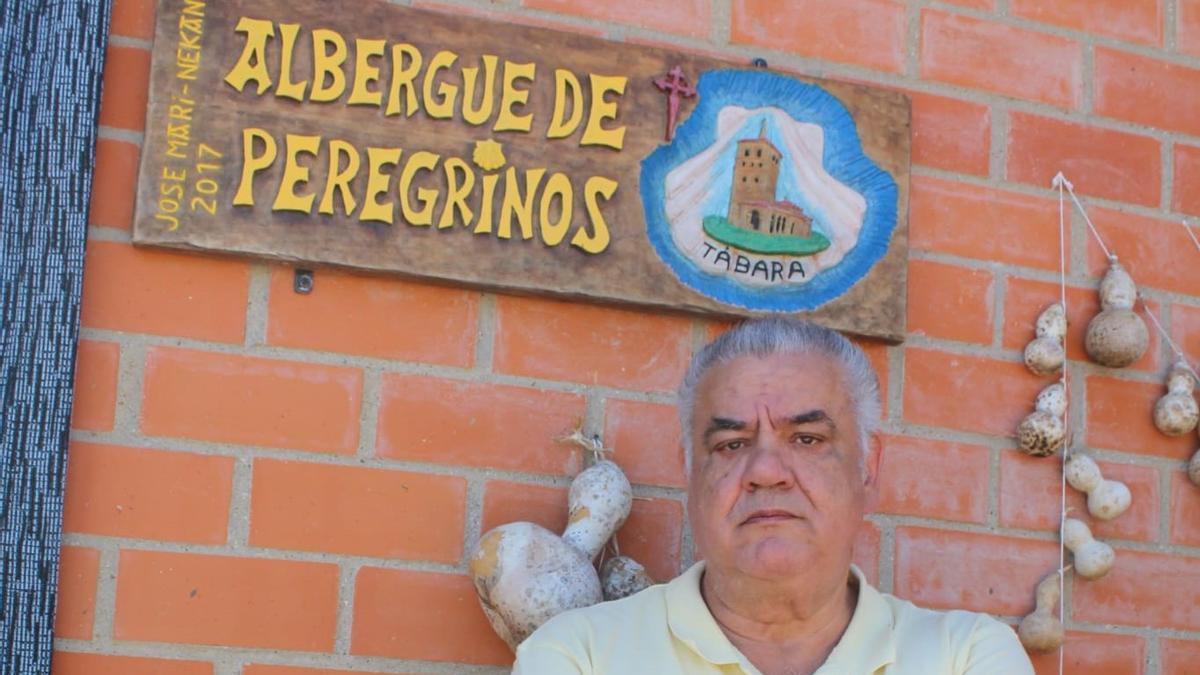 José Almeida, a las puertas del albergue de peregrinos de Tábara