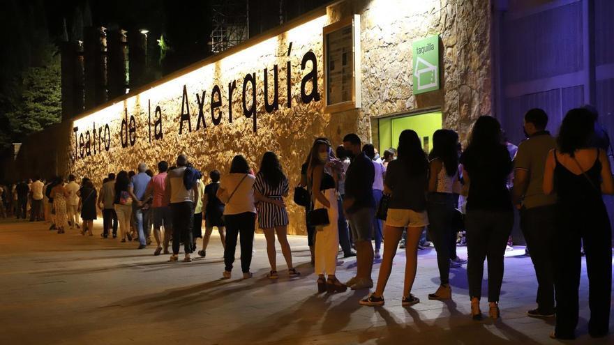 Pablo López vuelve a encandilar a sus fans en el Teatro de la Axerquía