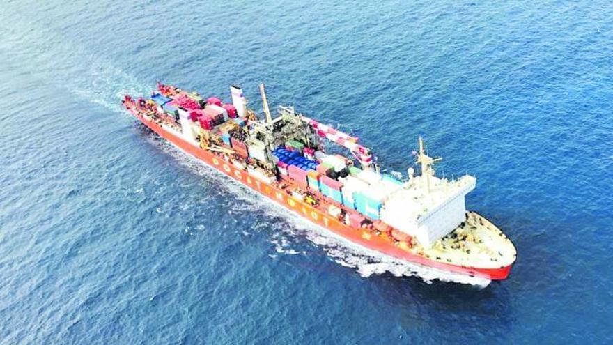 El barco nuclear sale del control español y entra en aguas alejadas del Archipiélago