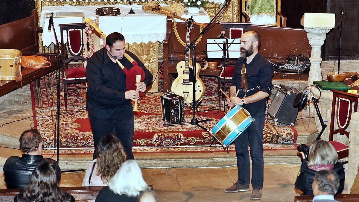 Una de las actuaciones de Pedraza y Meirinhos en la provincia. | Ch. S.