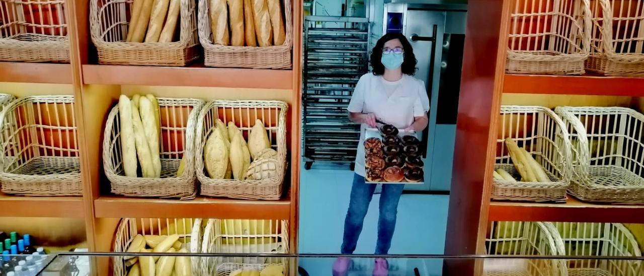 Marta Vielsa, en su panadería de El Casal, en Grado, ayer por la tarde.