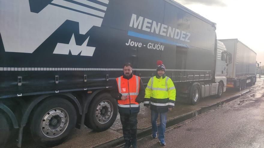 """""""Nos han dejado tirados como perros"""", claman los camioneros asturianos atrapados en Inglaterra"""