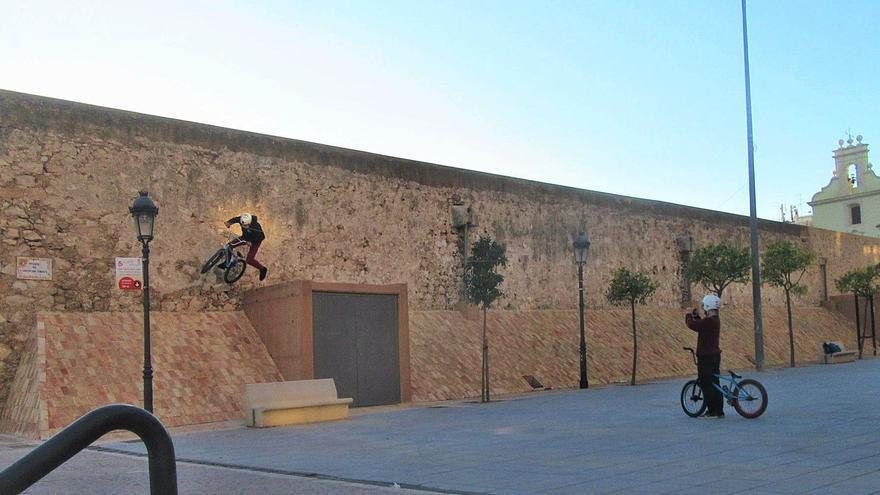 """""""Skate"""" sobre el muro de los Silos"""